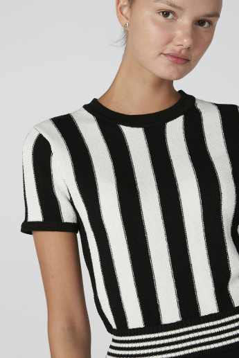 Striped Crop Top with Round Neck and Short Sleeves
