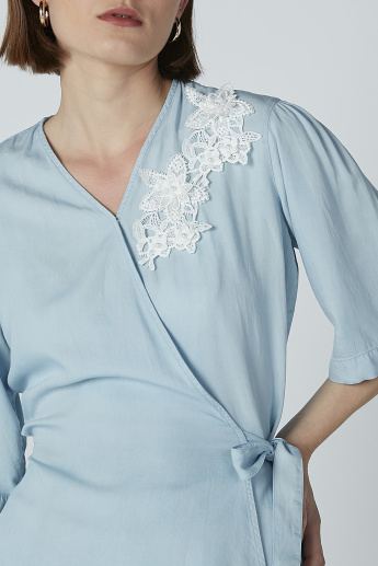 Iconic Lace Detail Top with V-neck with Short Sleeves