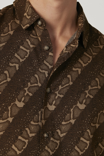 Iconic Slim Fit Printed Shirt with Short Sleeves and Spread Collar