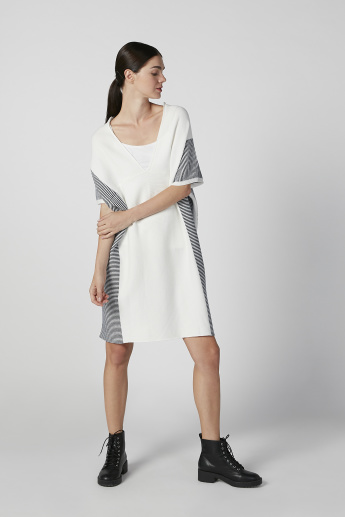 Iconic Wide Fit Textured Cardigan with V-neck and Extended Sleeves