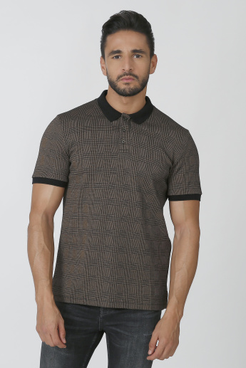 Iconic Slim Fit Chequered T-shirt with Polo Neck and Short Sleeves