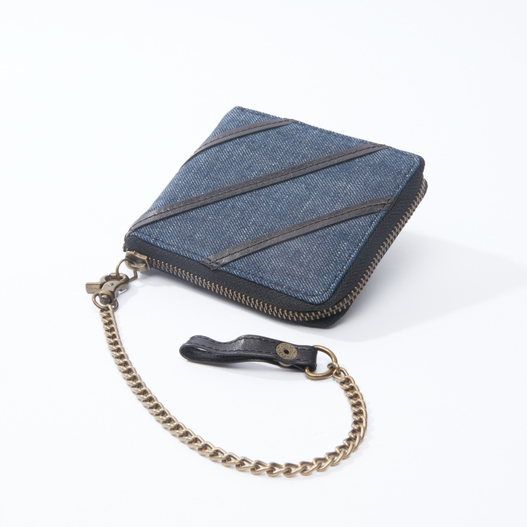 Lee Cooper Textured Wallet with Zip Closure and Metallic Chain