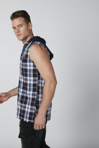 Sustainable Chequered Sleeveless Shirt with Hood and Pocket Detail