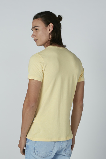 Lee Cooper Solid T-Shirt with Short Sleeves and Round Neck