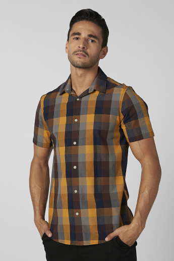 Sustainable Chequered Shirt with Spread Collar and Short Sleeves