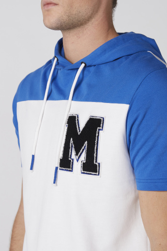 Applique Detail T-Shirt with Short Sleeves and Hood