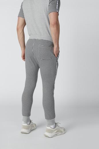 Chequered Mid-Rise Jog Pants with Tape Detail