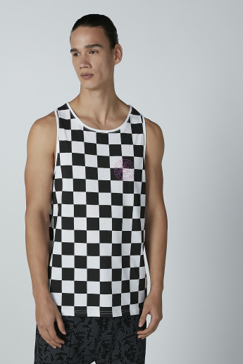 Chequered Sleeveless T-shirt with Round Neck