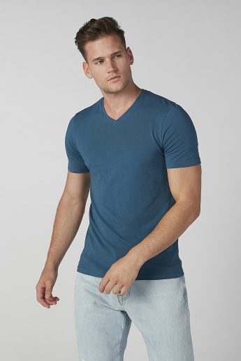 Sustainable Slim Fit Plain T-shirt with V-neck and Short Sleeves