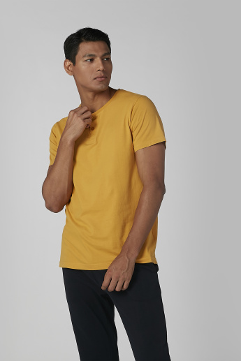 Solid Henley Neck T-shirt and Pyjamas Set
