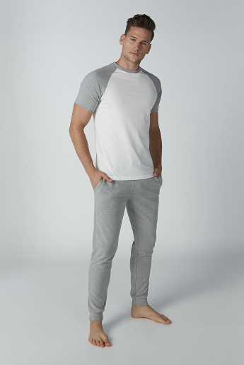Raglan Sleeves T-shirt with Plain Jog Pants