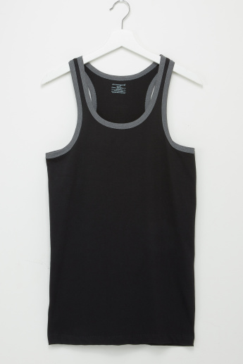 Textured Scoop Neck Sleeveless Vest