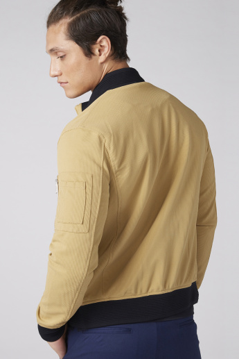 Textured Long Sleeves Jacket with Zip Closure and Pocket Detail
