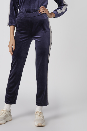 Textured Pants with Elasticised Waitsband in Slim Fit