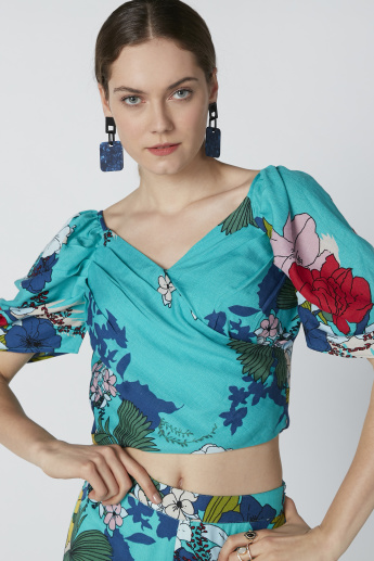 Floral Printed Crop Top with V-neck and Zip Closure