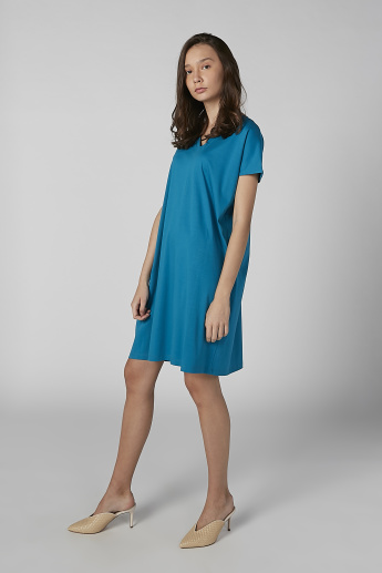 Plain Tunic with V-neck and Short Sleeves