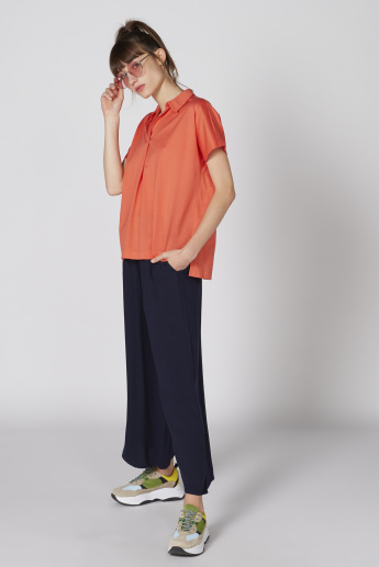 Short Sleeves Top with Spread Collar