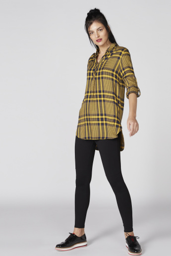 Chequered Longline Shirt with V-Neck and Long Sleeves
