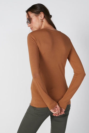 Plain Top with Round Neck and Long Sleeves