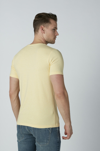 Basic T-shirt with Short Sleeves and Round Neck