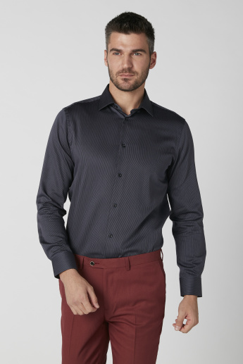 Sustainable Long Sleeves Shirt in Slim Fit with Complete Placket