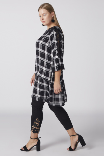 Chequered Tunic with Round Neck and Lace Detail