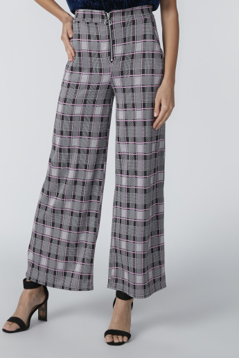 Chequered Trousers with Pocket Detail and Zip Closure