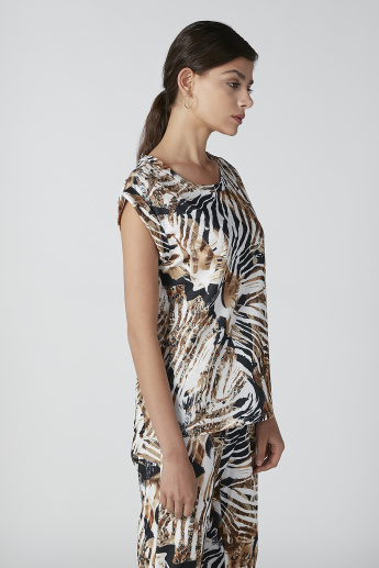 Printed Top with Extended Sleeves and Round Neck