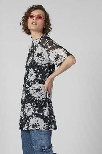 Abstract Print Top with Round Neck and Short Sleeves