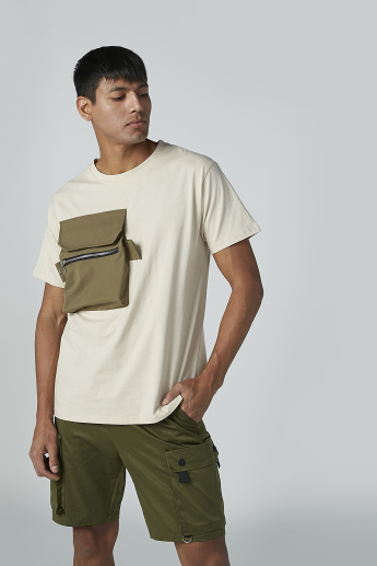 Pocket Detail T-shirt with Round Neck and Short Sleeves
