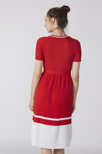 Textured Midi Dress with Round Neck and Short Sleeves