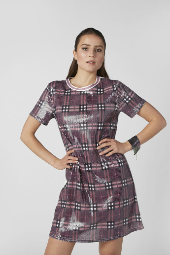 Chequered Midi T-shirt Dress with Round Neck and Short Sleeves