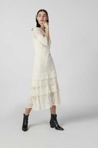 Lace Midi A-line Dress with V-neck and 3/4 Sleeves