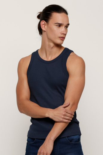 Plain Sleeveless T-shirt with Round Neck