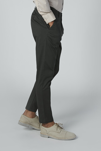 Plain Mid-Rise Chinos in Carrot Fit with Pocket Detail